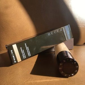 BECCA Perfecting foundation, In Beige. Brand new